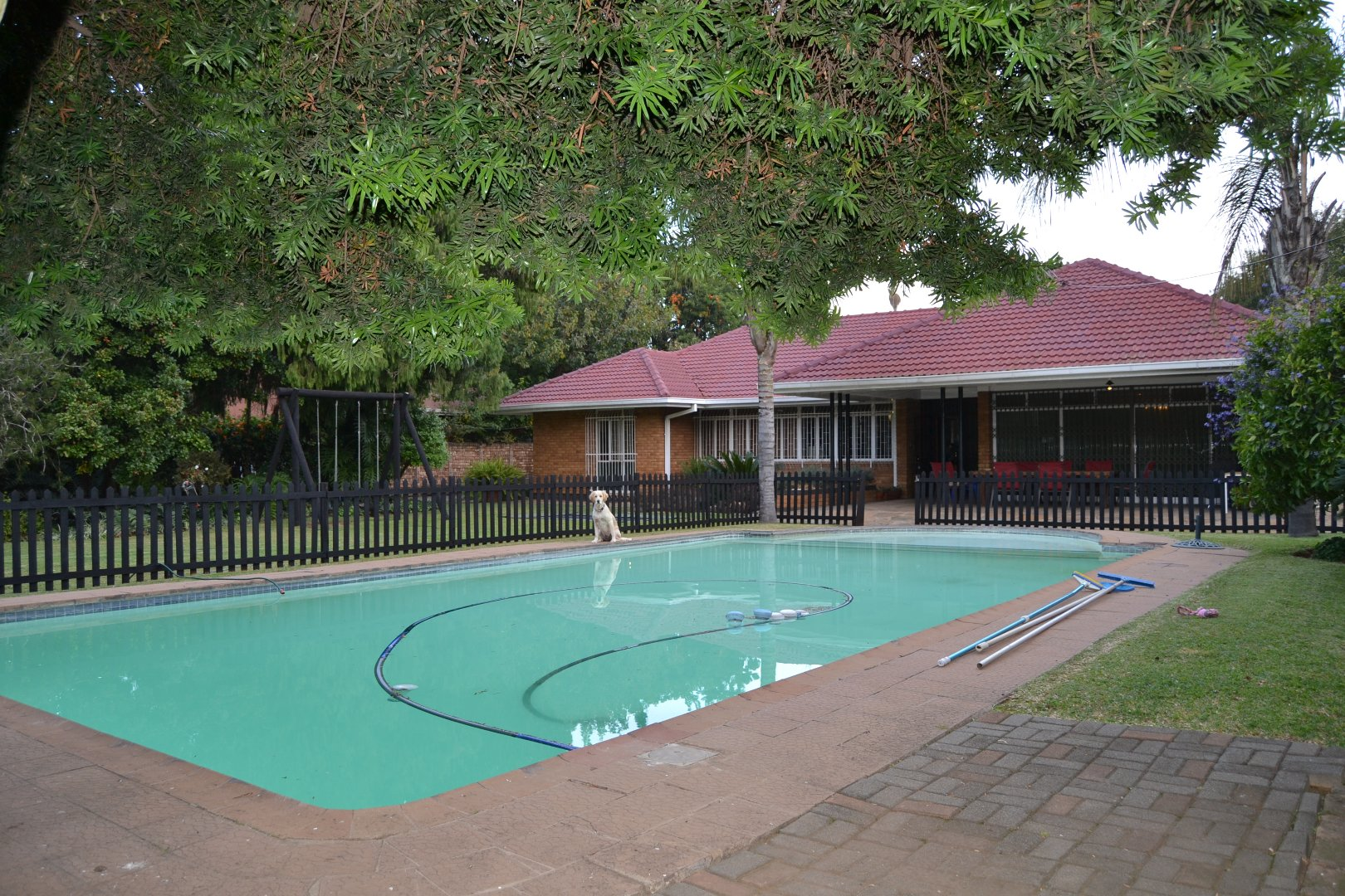 Property and Houses for sale in Queenswood, House, 4 Bedrooms - ZAR 2,800,000