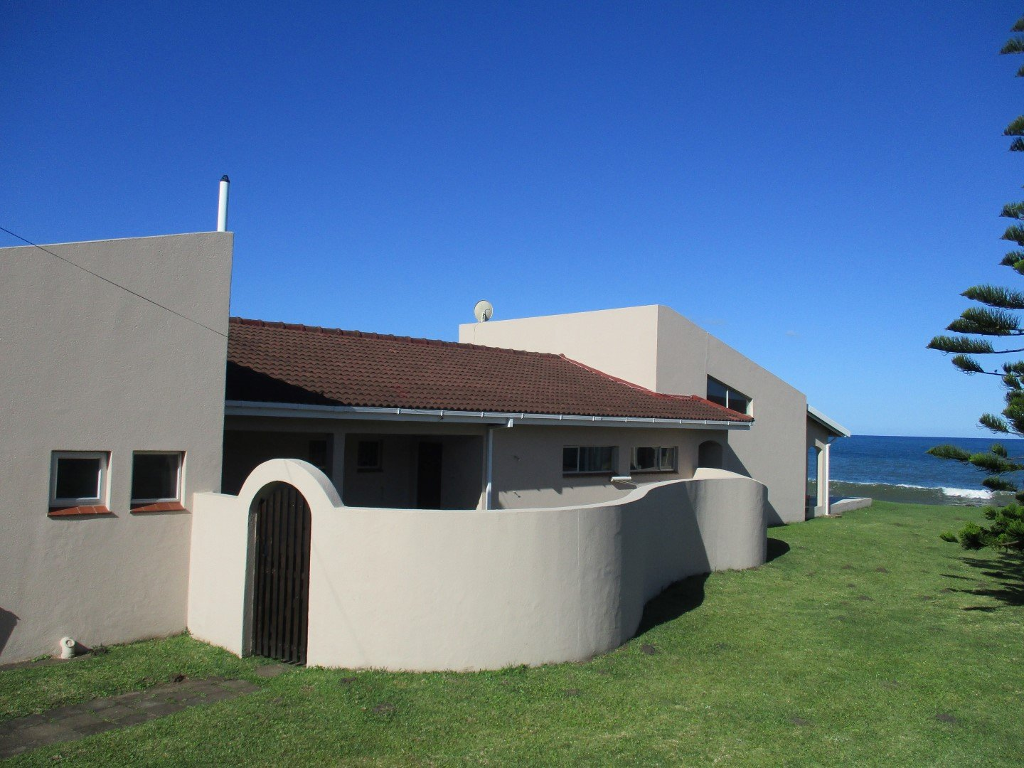 Property and Houses for sale in Port Edward, House, 4 Bedrooms - ZAR 2,550,000