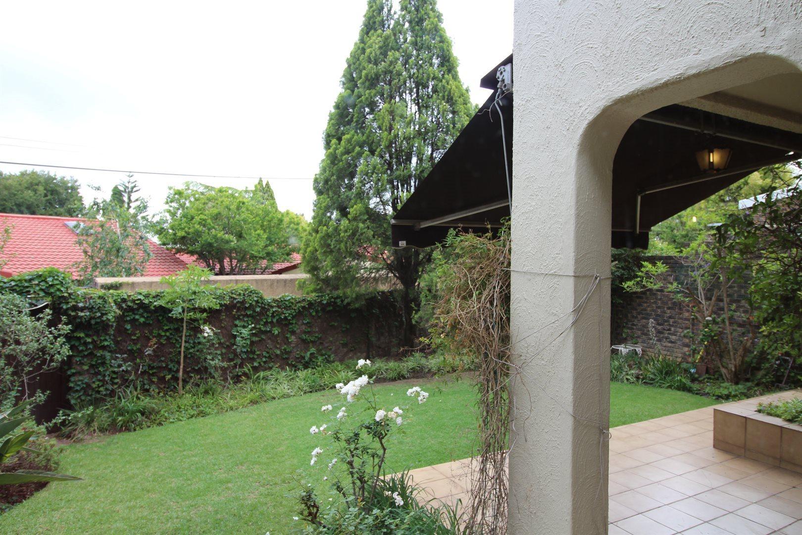 Bryanston property for sale. Ref No: 13552406. Picture no 13