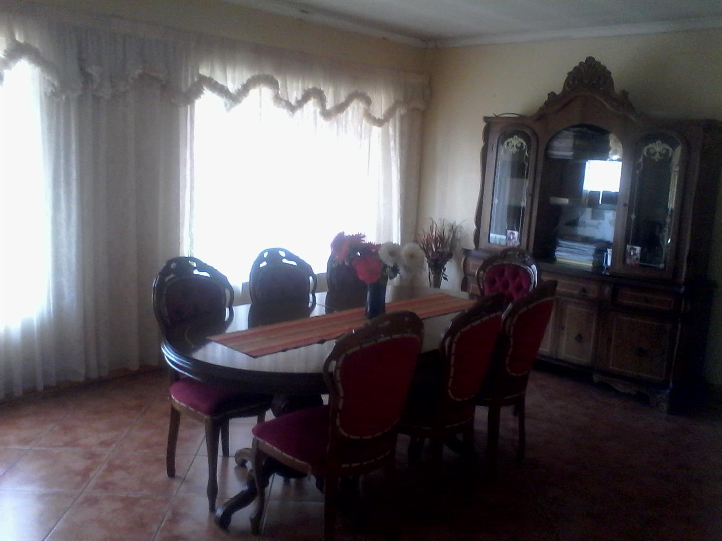 Roods Gardens property for sale. Ref No: 13462016. Picture no 3