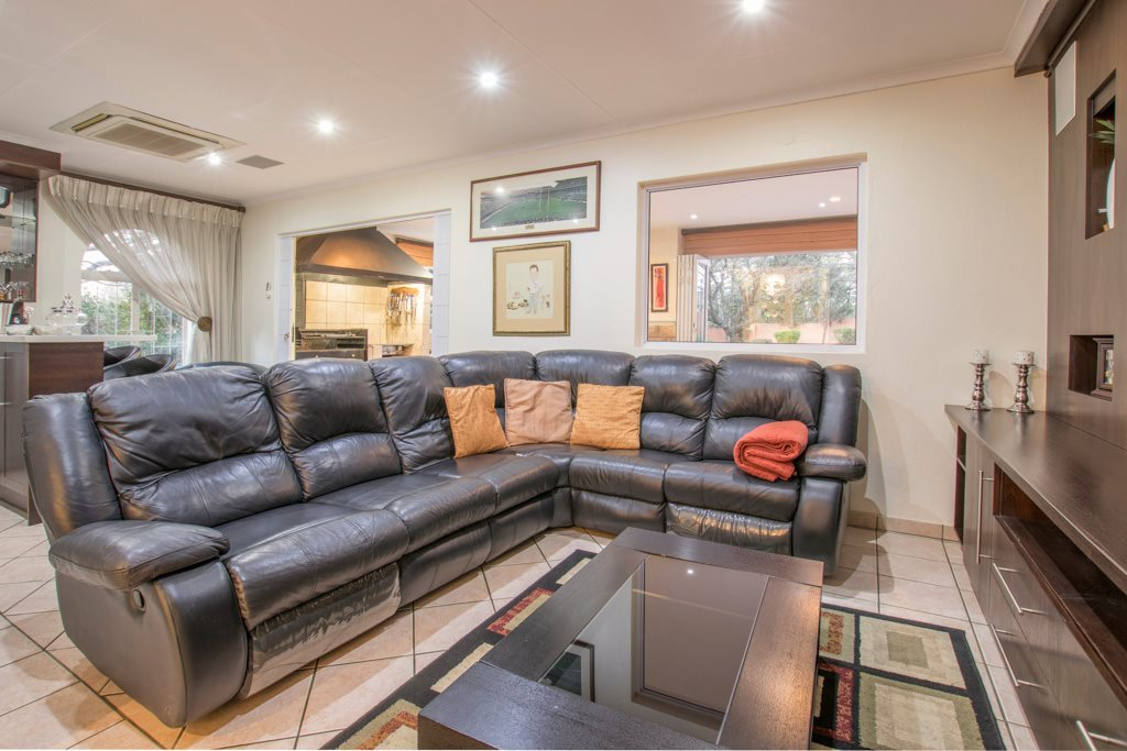Johannesburg North property for sale. Ref No: 13540309. Picture no 7