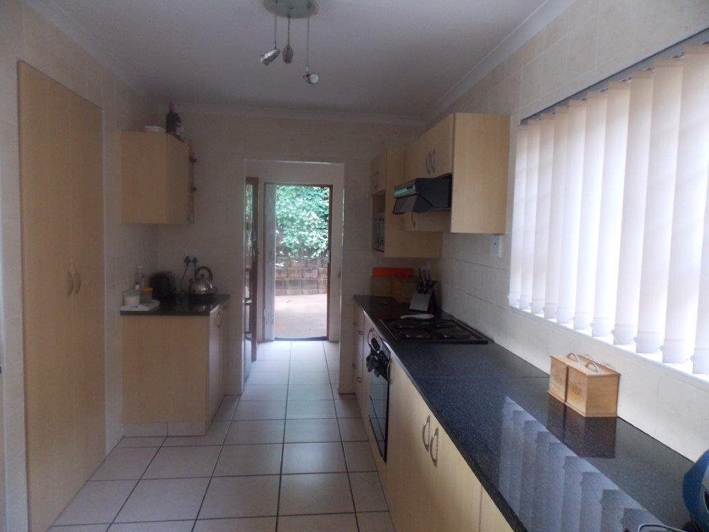 Amanzimtoti property for sale. Ref No: 13372994. Picture no 9