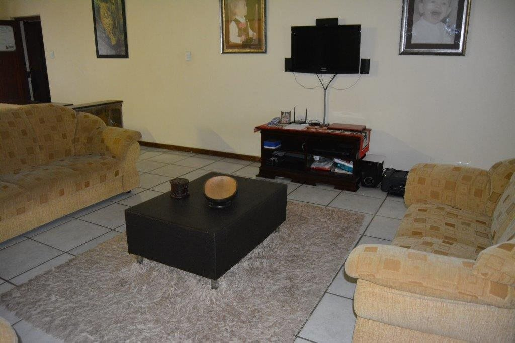 Uvongo property for sale. Ref No: 13590094. Picture no 8