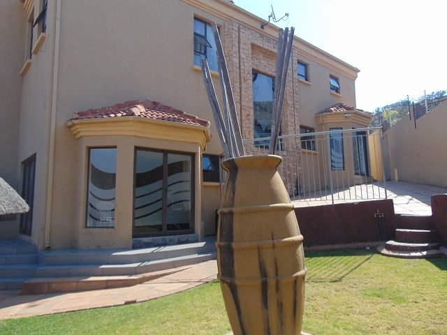, House, 4 Bedrooms - ZAR 2,995,000
