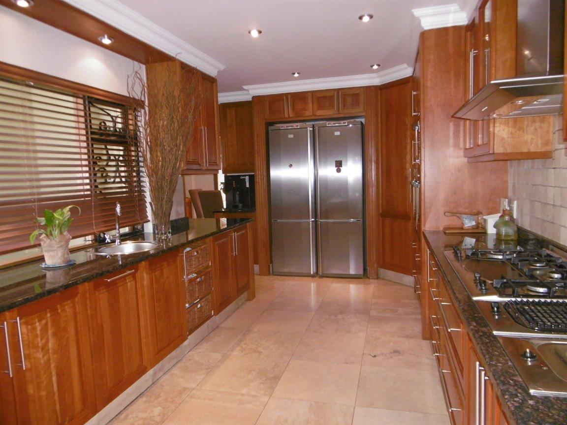 Bryanston property for sale. Ref No: 13389969. Picture no 4