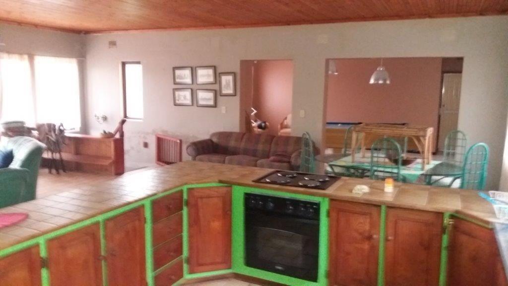 Trafalgar property for sale. Ref No: 13372094. Picture no 8