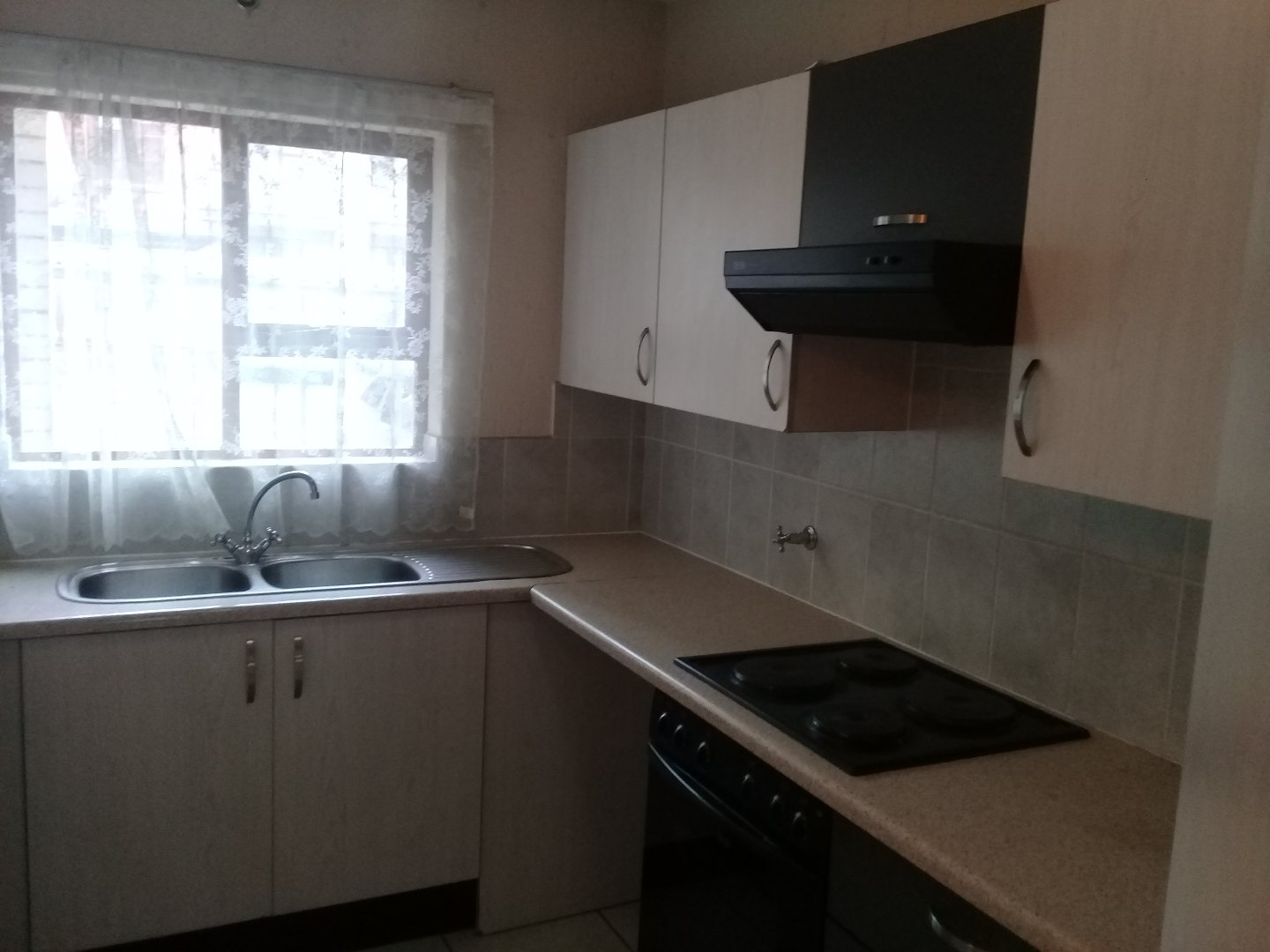 Ferndale property to rent. Ref No: 13479350. Picture no 3