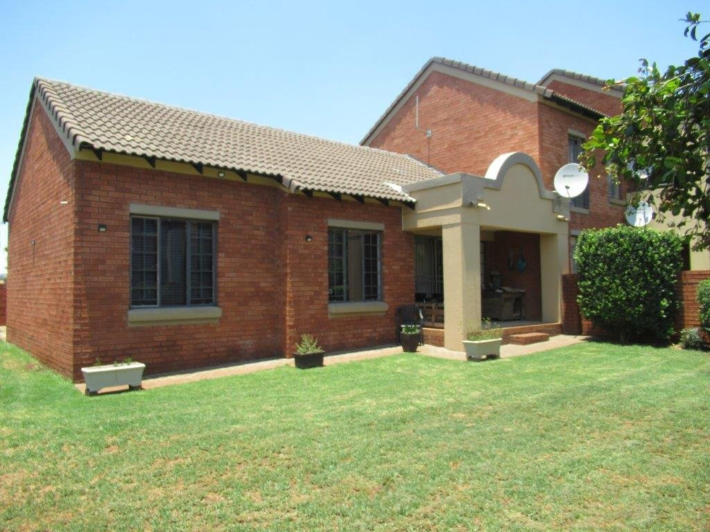 Centurion, Eco Park Estate Property    Houses For Sale Eco Park Estate, Eco Park Estate, Townhouse 2 bedrooms property for sale Price:1,095,000