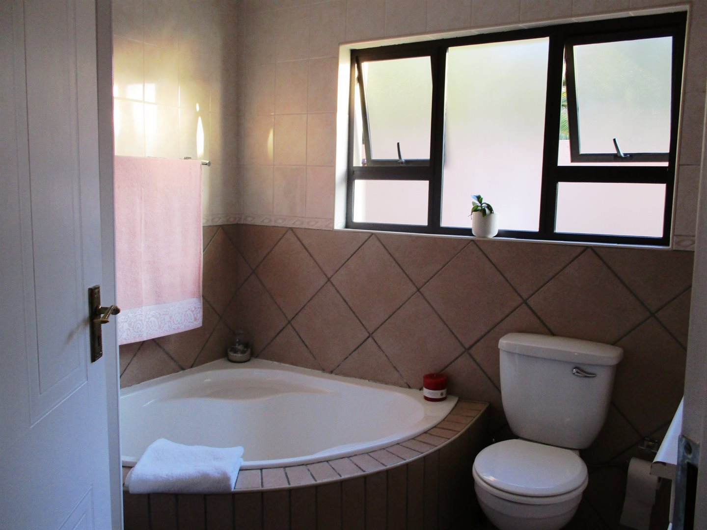 Thatchfield Cresent property for sale. Ref No: 13568232. Picture no 12