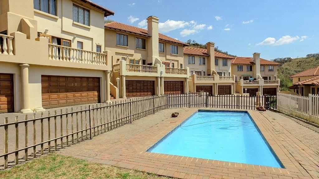 , Apartment, 3 Bedrooms - ZAR 1,240,000