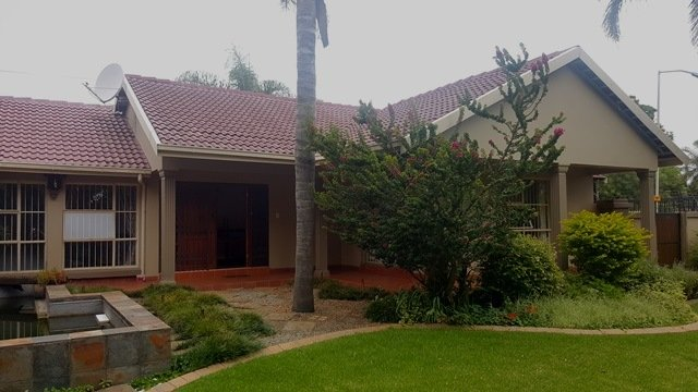 Property and Houses for sale in Elarduspark, House, 4 Bedrooms - ZAR 2,200,000