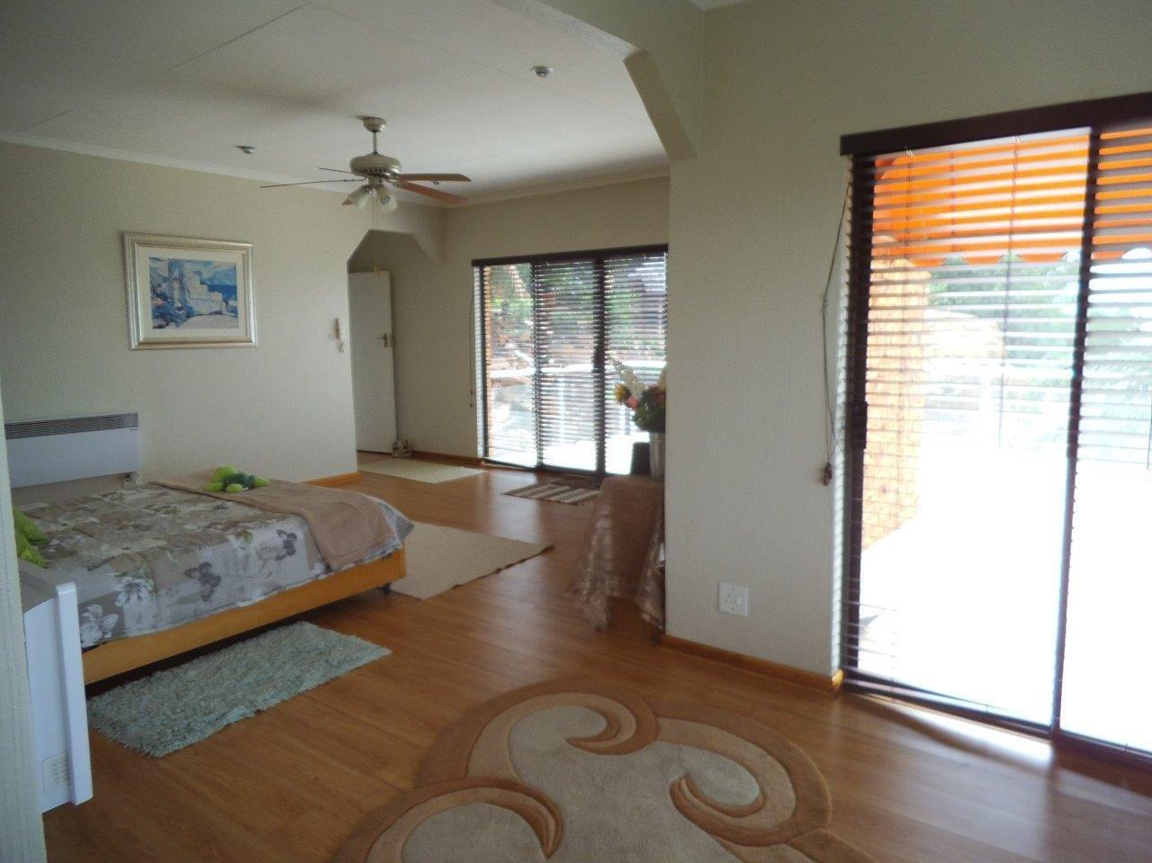 Glenvista property for sale. Ref No: 13624500. Picture no 24