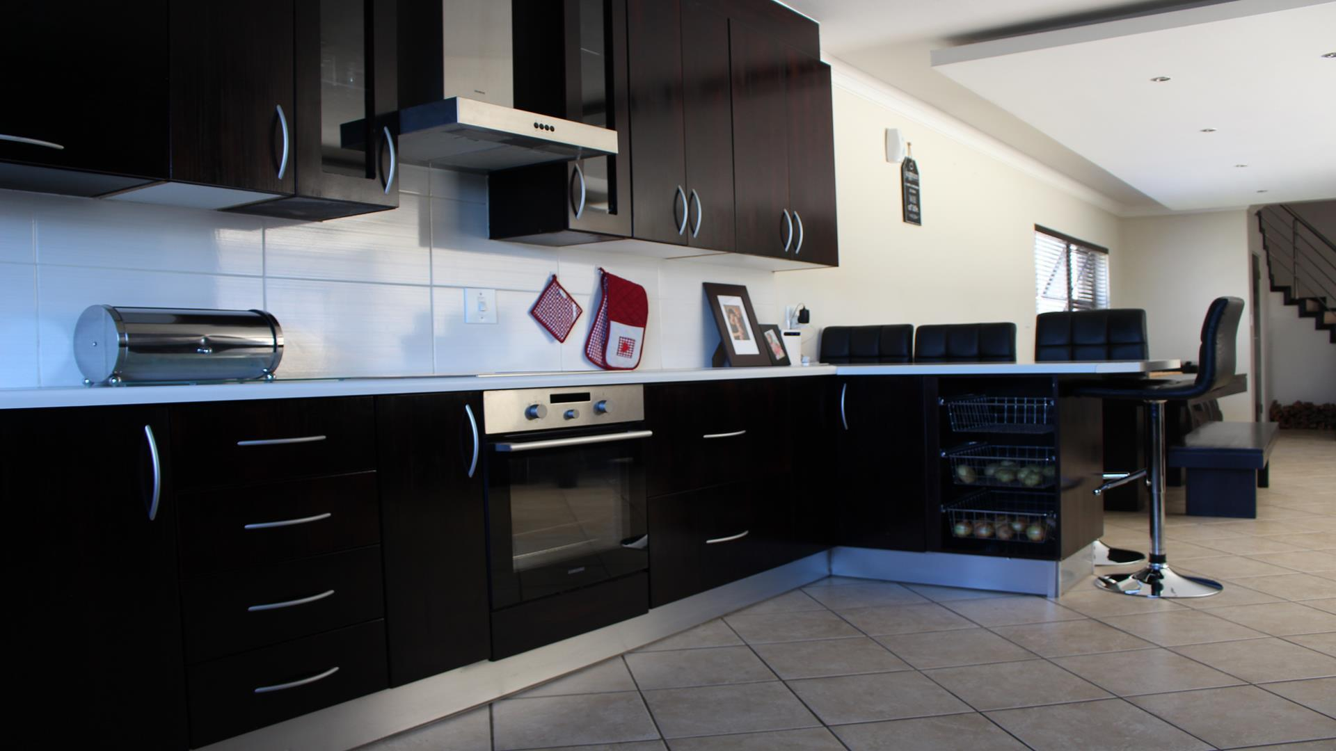 Raslouw Manor property for sale. Ref No: 13435098. Picture no 7