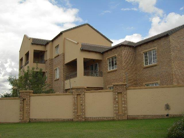 Centurion, Eco Park Estate Property  | Houses To Rent Eco Park Estate, Eco Park Estate, Townhouse 2 bedrooms property to rent Price:,  8,00*