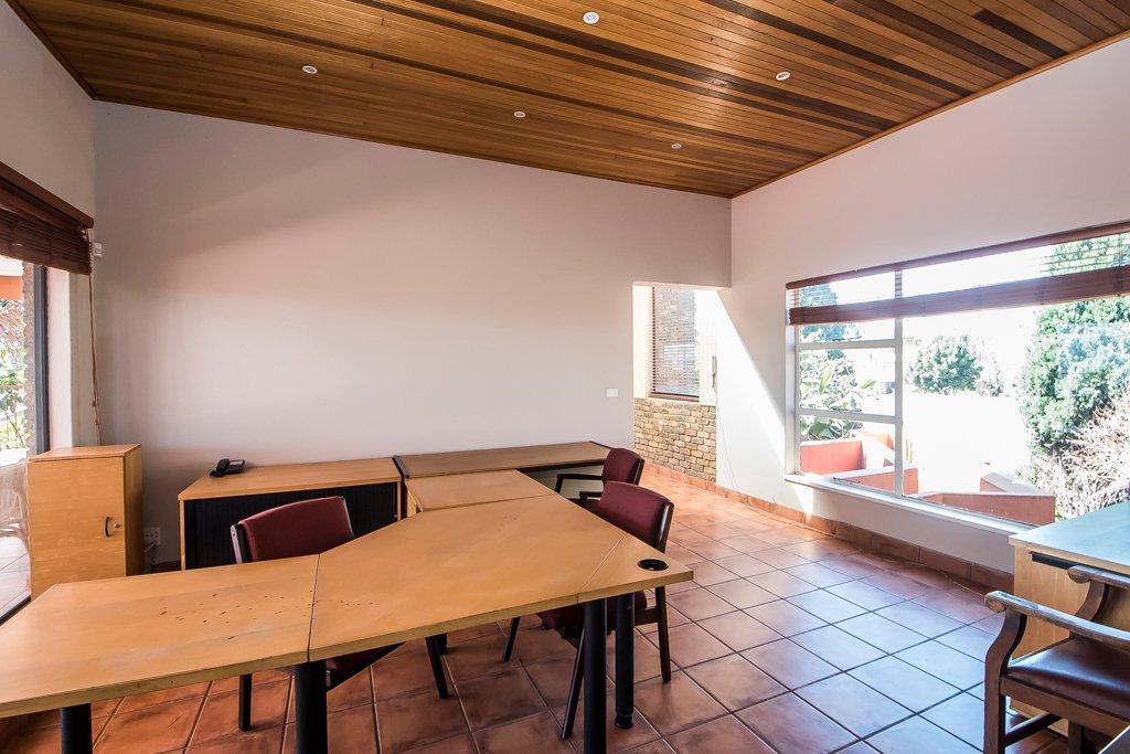 Glenvista property for sale. Ref No: 13500218. Picture no 11