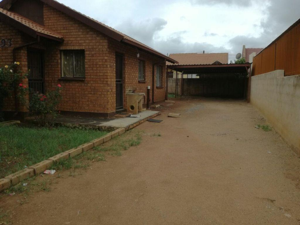 Soshanguve property for sale. Ref No: 13553020. Picture no 2