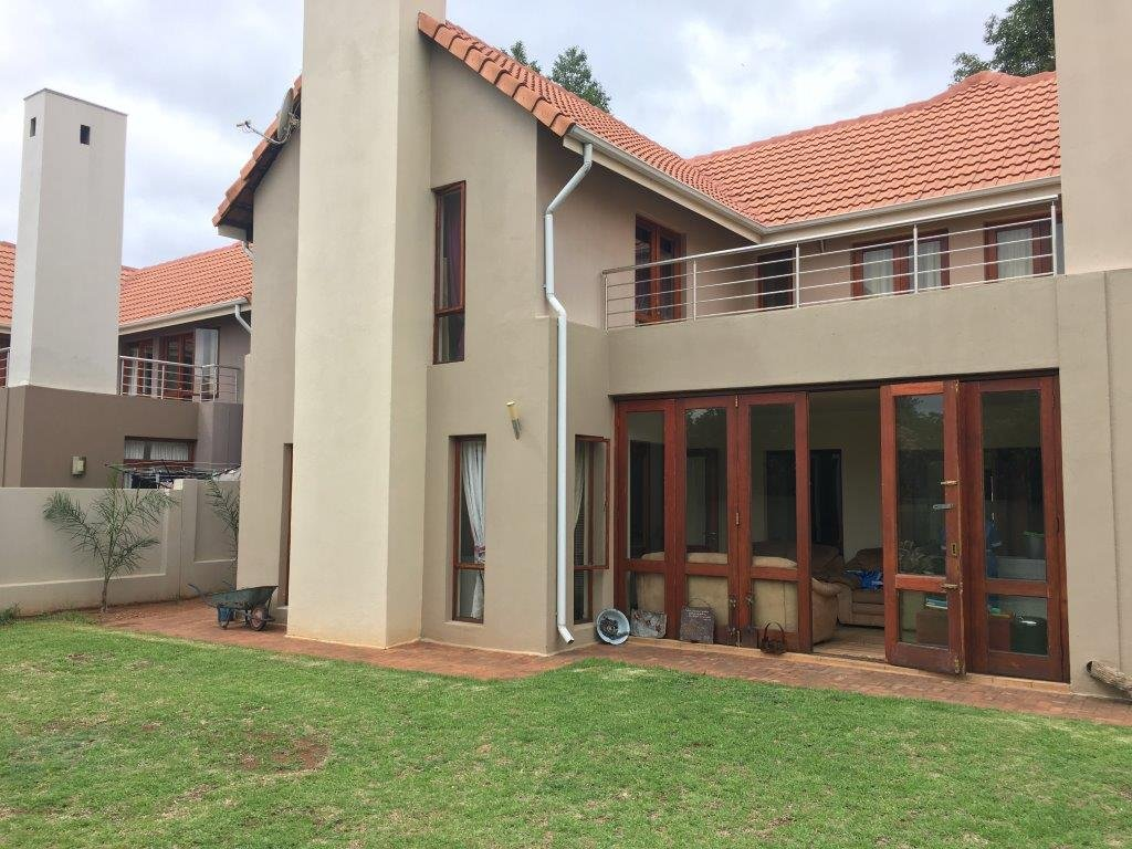 Property and Houses for sale in Zwartkop Golf Estate, House, 3 Bedrooms - ZAR 2,800,000