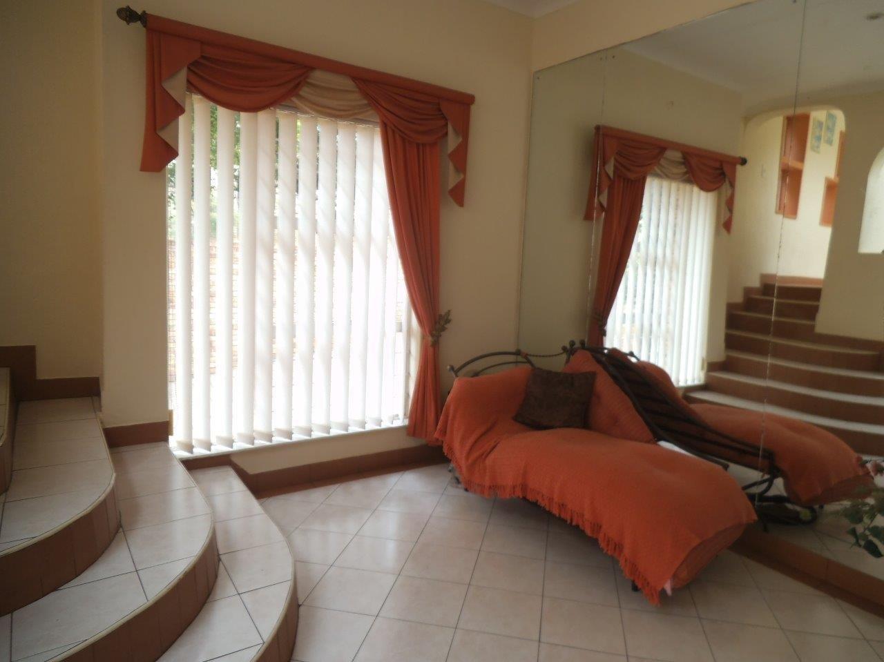 Glenvista property for sale. Ref No: 13624500. Picture no 33