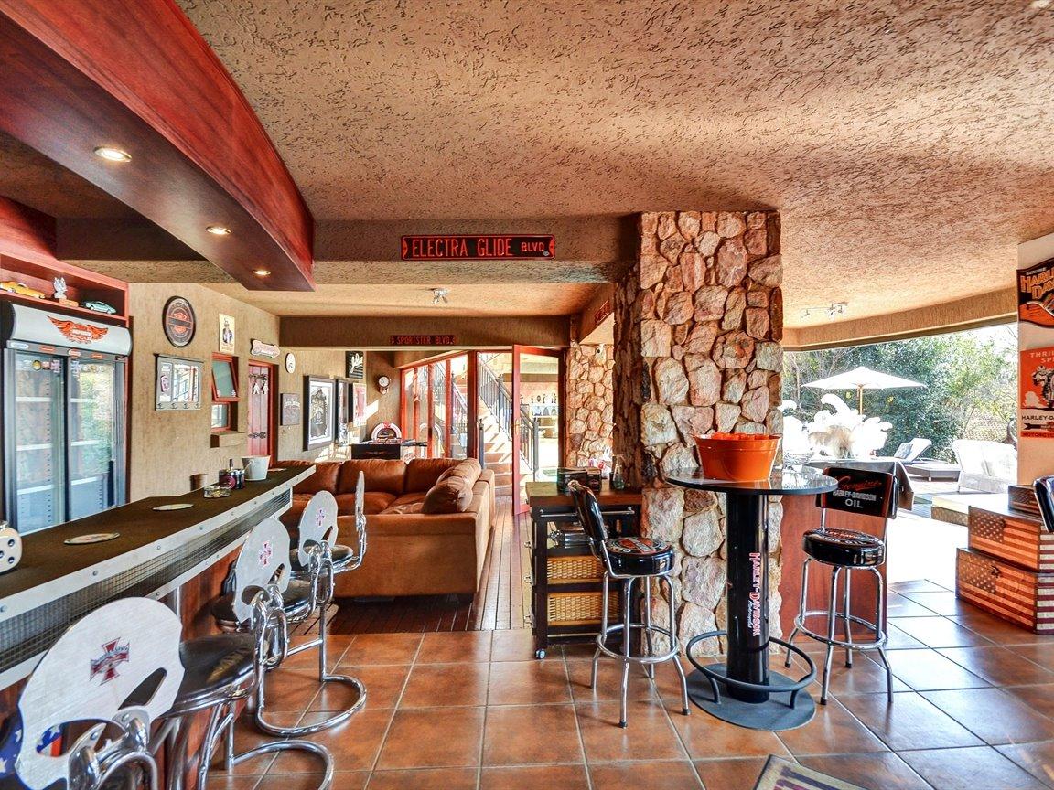 Glenvista property for sale. Ref No: 13390499. Picture no 21