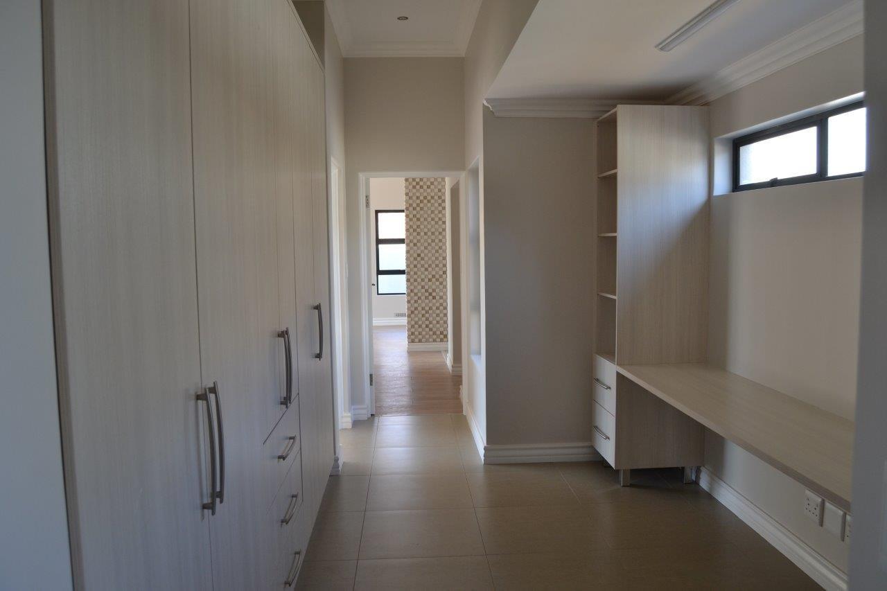 Midstream Ridge Estate property for sale. Ref No: 13500360. Picture no 14