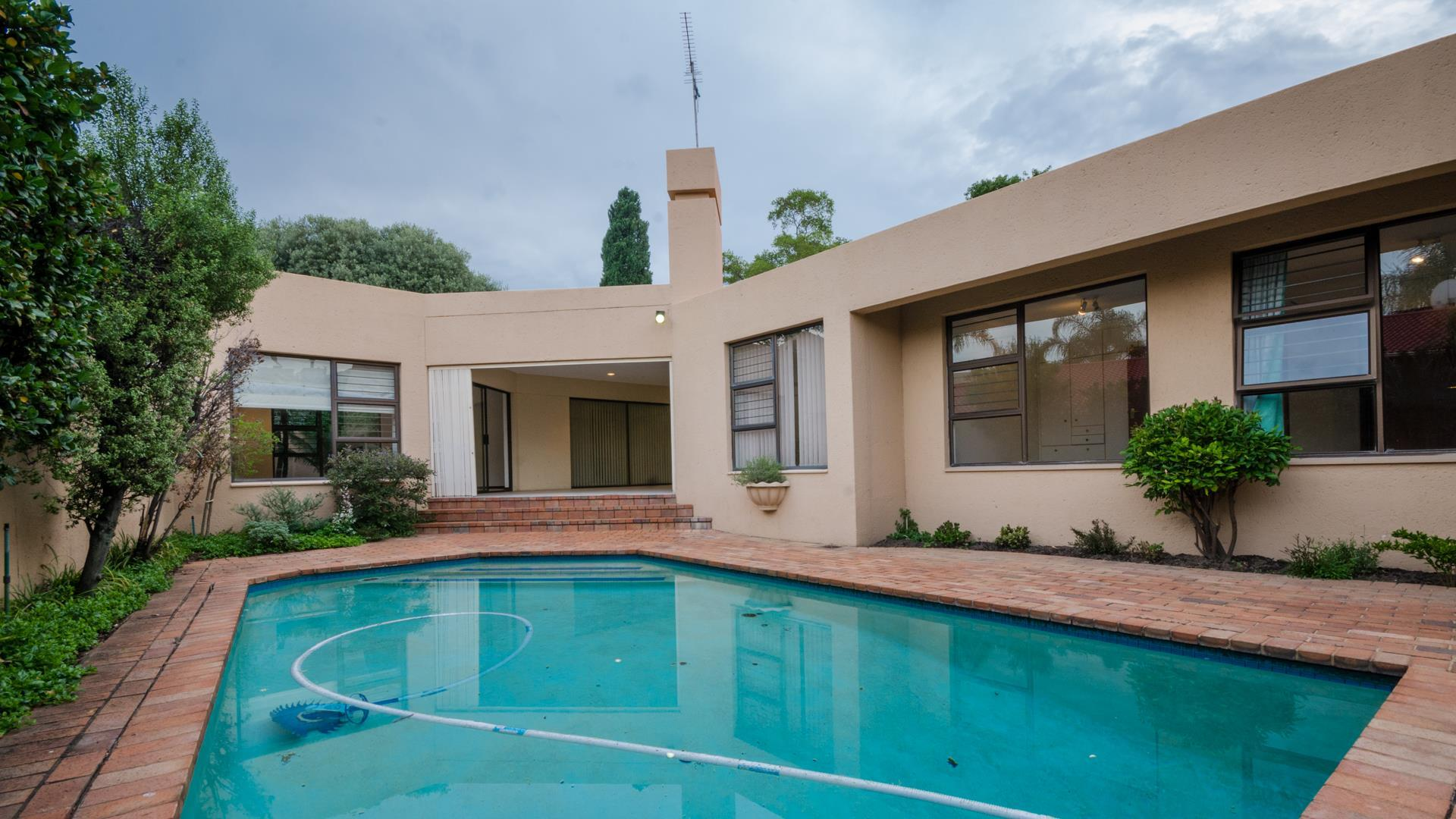 Lonehill property for sale. Ref No: 13445204. Picture no 20