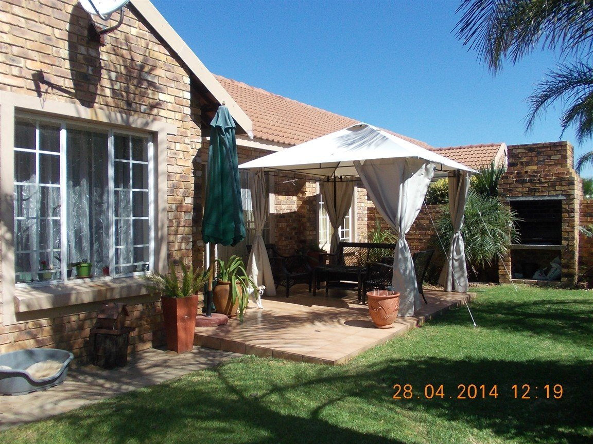 Property and Houses for sale in Amberfield, Townhouse, 3 Bedrooms - ZAR 1,260,000