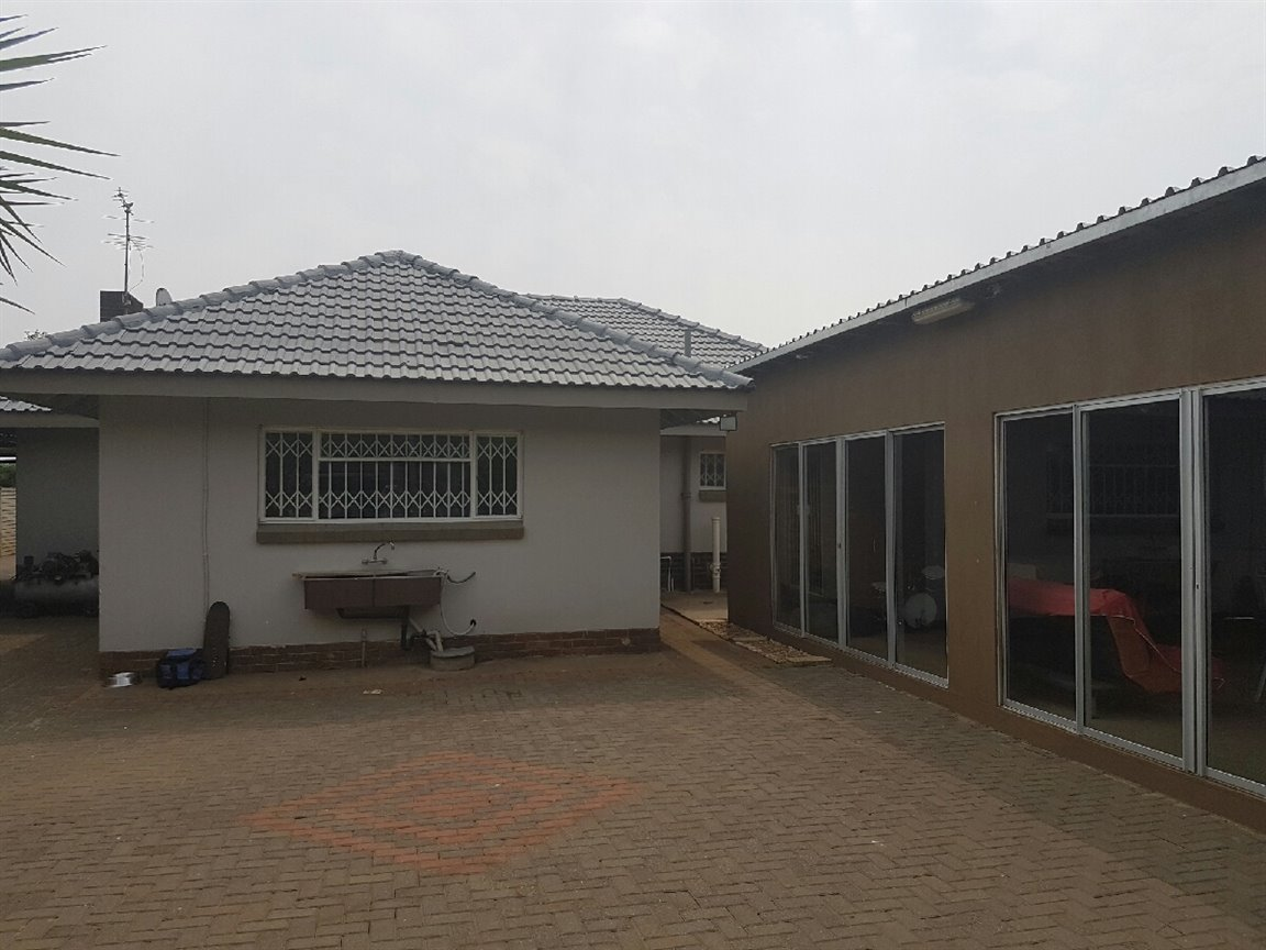 Three Rivers property for sale. Ref No: 13394989. Picture no 13