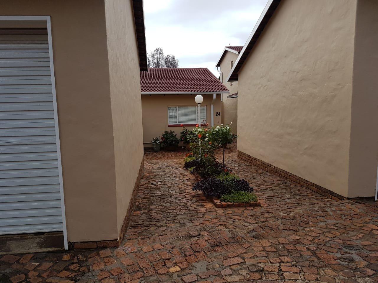 Eldoraigne property for sale. Ref No: 13623334. Picture no 12