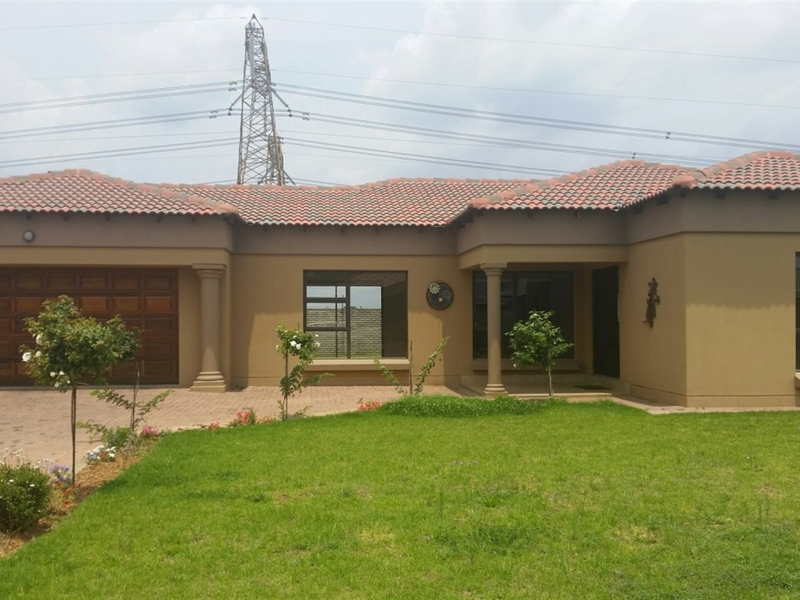 Three Rivers East property for sale. Ref No: 13424413. Picture no 1