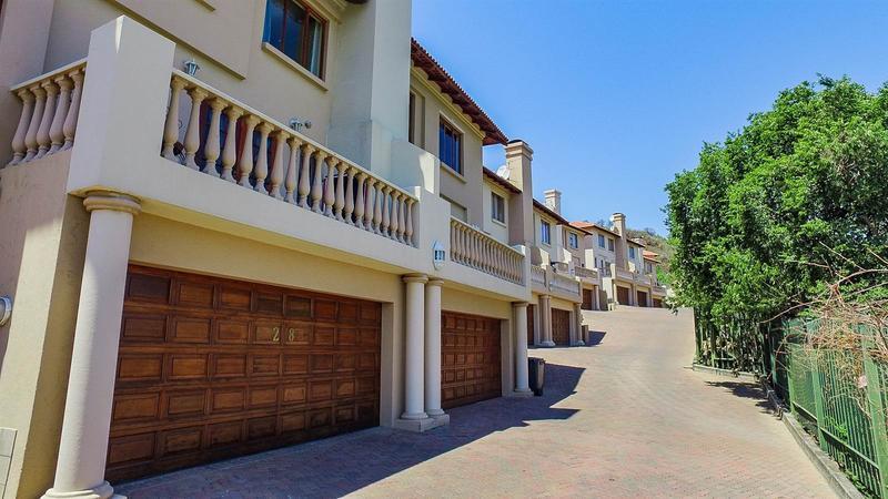 , Townhouse, 3 Bedrooms - ZAR 1,379,000