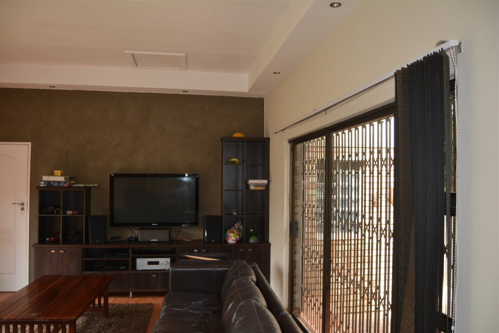 Three Rivers East property for sale. Ref No: 13229414. Picture no 10