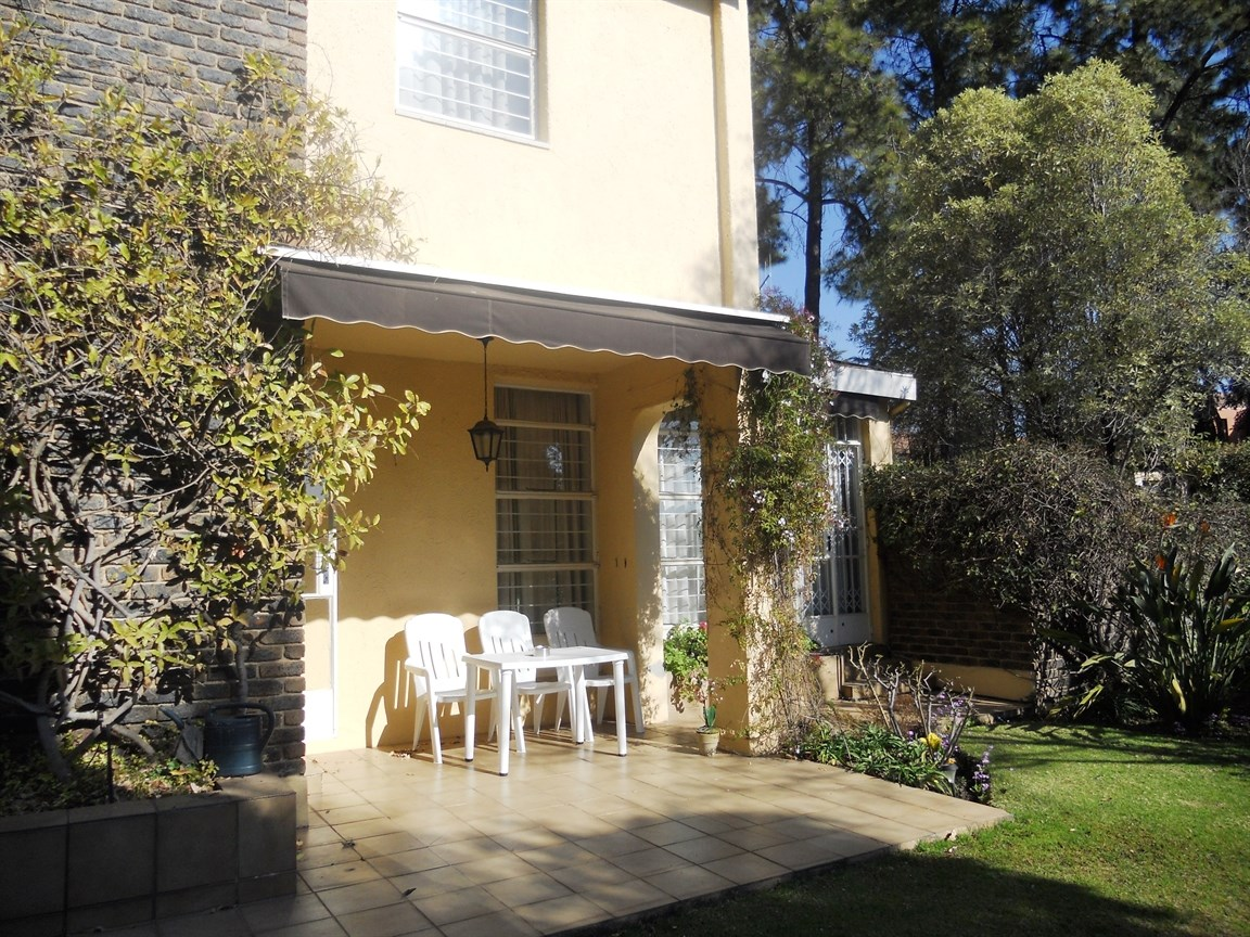 Bryanston property to rent. Ref No: 13526021. Picture no 2