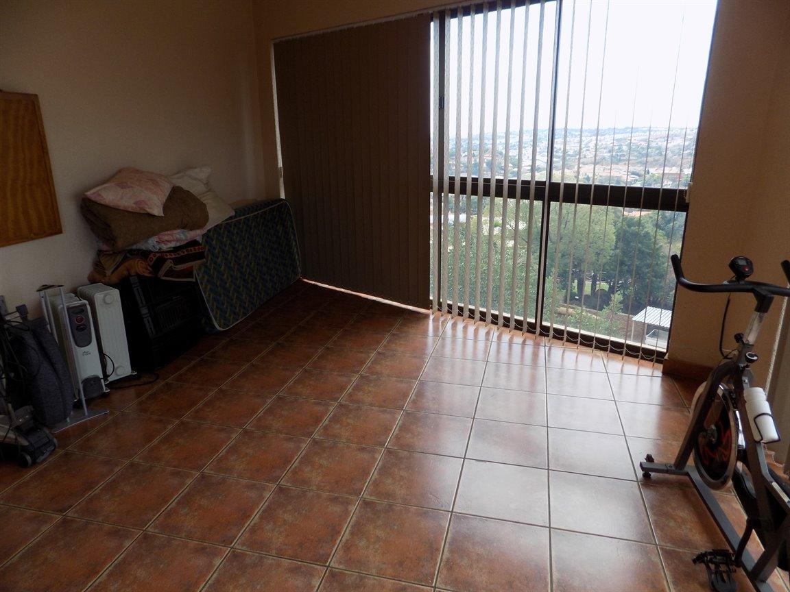 Bassonia property for sale. Ref No: 13389783. Picture no 38