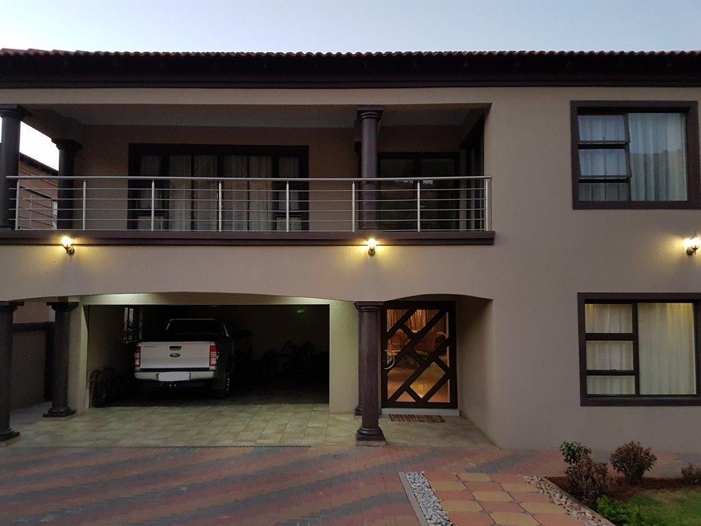 Property and Houses for sale in Amandasig, House, 6 Bedrooms - ZAR 2,657,000