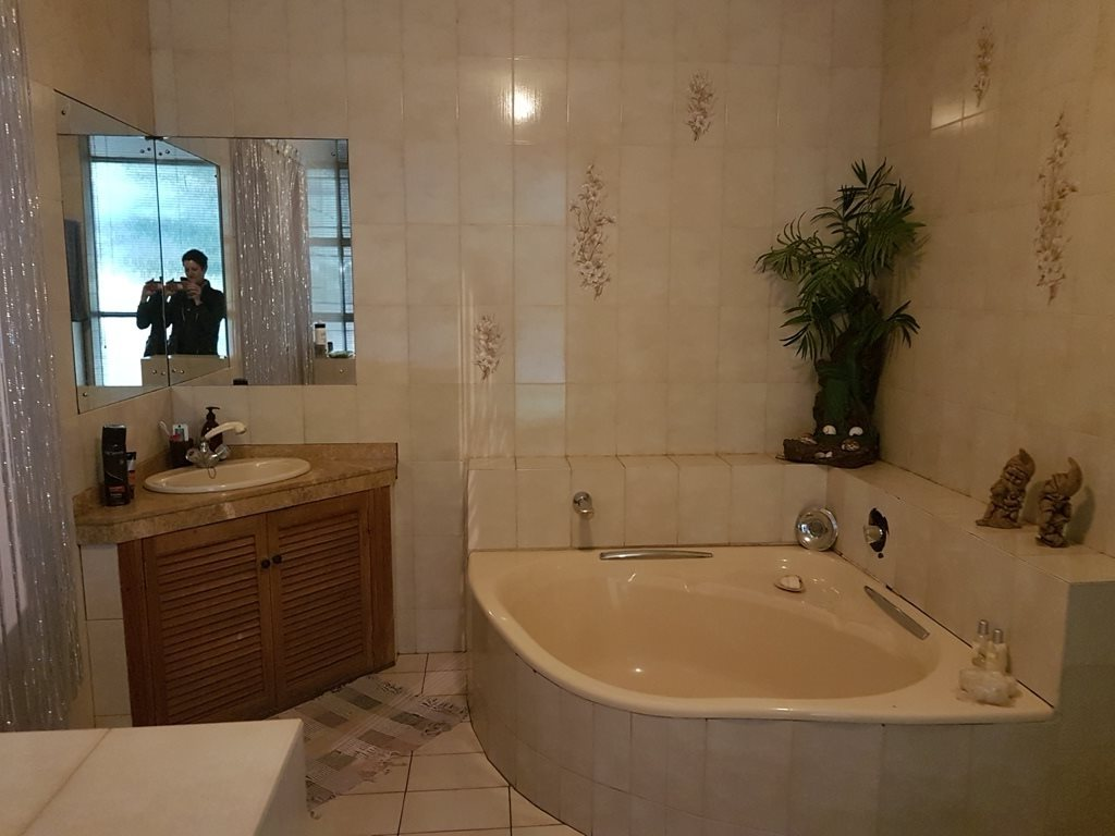 Heatherdale property for sale. Ref No: 13635556. Picture no 32