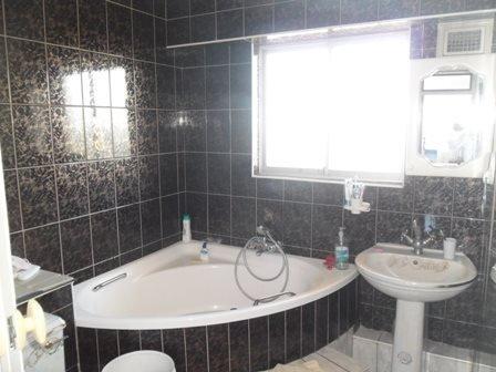 Amanzimtoti property for sale. Ref No: 13398812. Picture no 13