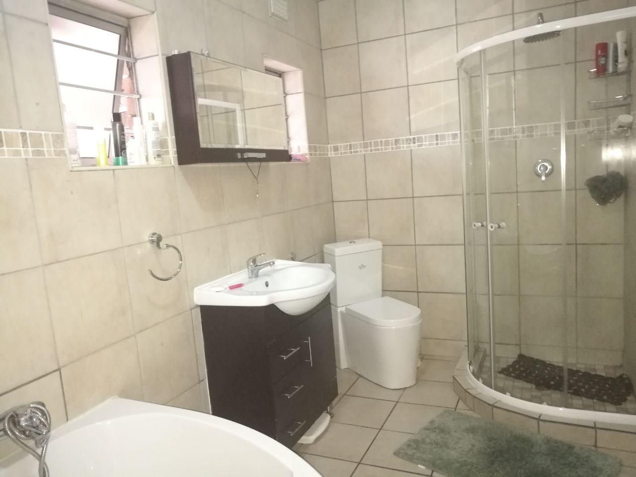 Veld En Vlei property for sale. Ref No: 13591933. Picture no 17