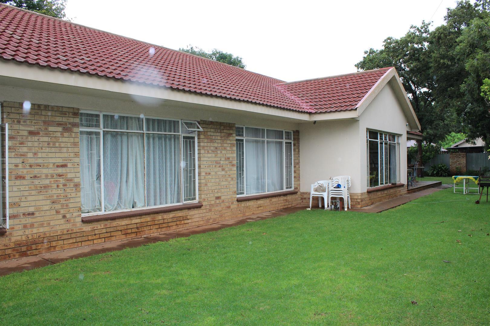 Potchefstroom Central property for sale. Ref No: 13453532. Picture no 10