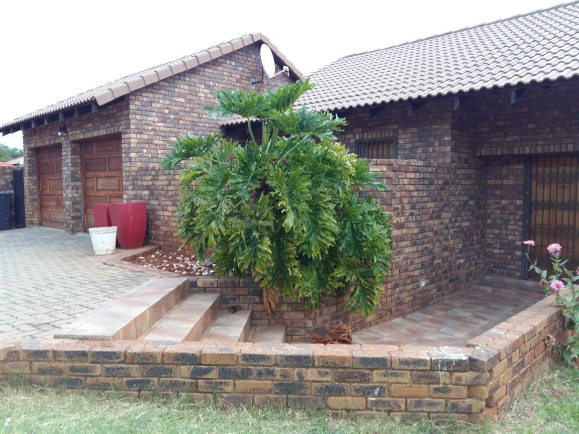 Property and Houses for sale in Amandasig, House, 3 Bedrooms - ZAR 1,400,000