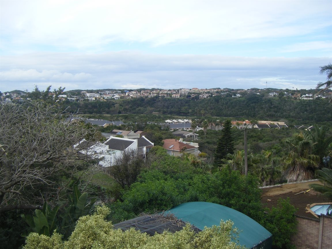 Beacon Bay property for sale. Ref No: 12799080. Picture no 14