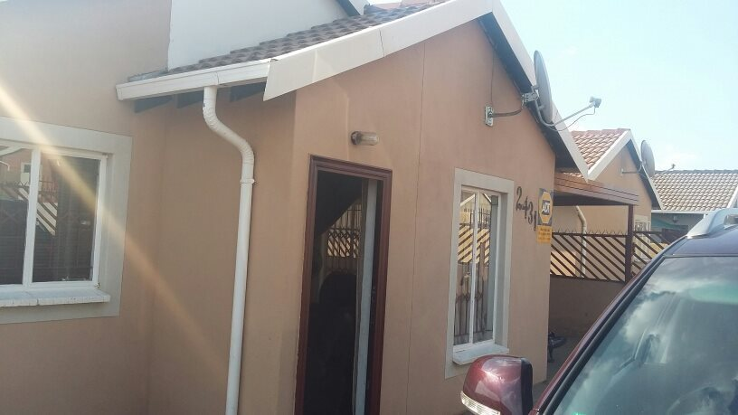Property and Houses for sale in Rosslyn, House, 3 Bedrooms - ZAR 695,000
