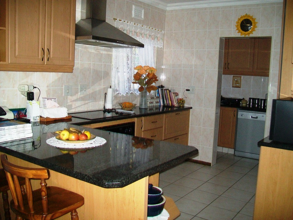 Marina Beach property for sale. Ref No: 12754536. Picture no 7