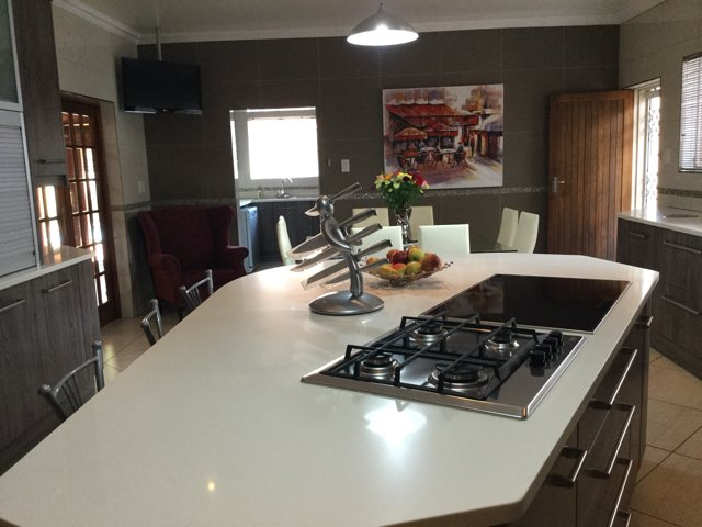 Three Rivers East property for sale. Ref No: 13401710. Picture no 4