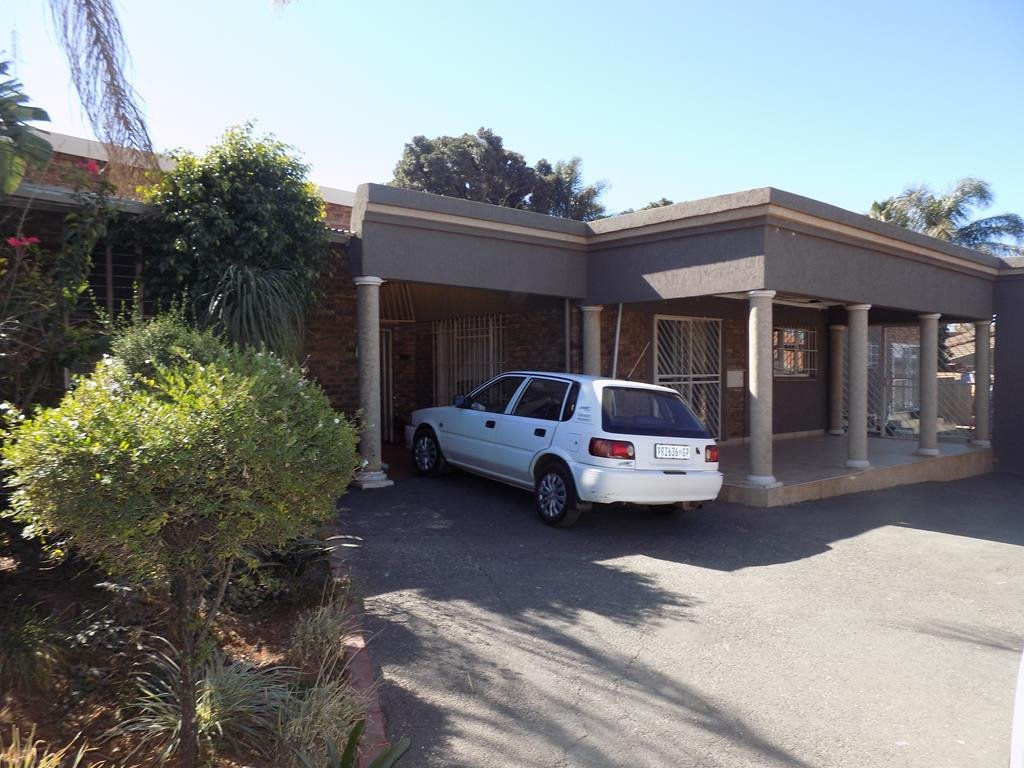 Laudium property for sale. Ref No: 13368162. Picture no 12