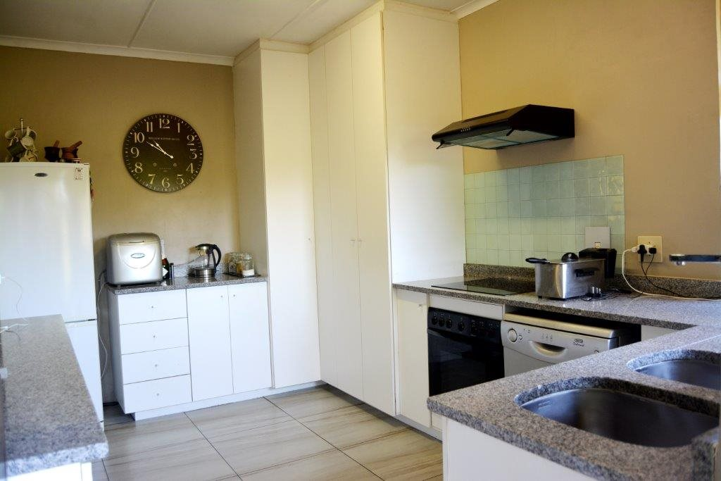 Umtentweni property for sale. Ref No: 12732963. Picture no 8