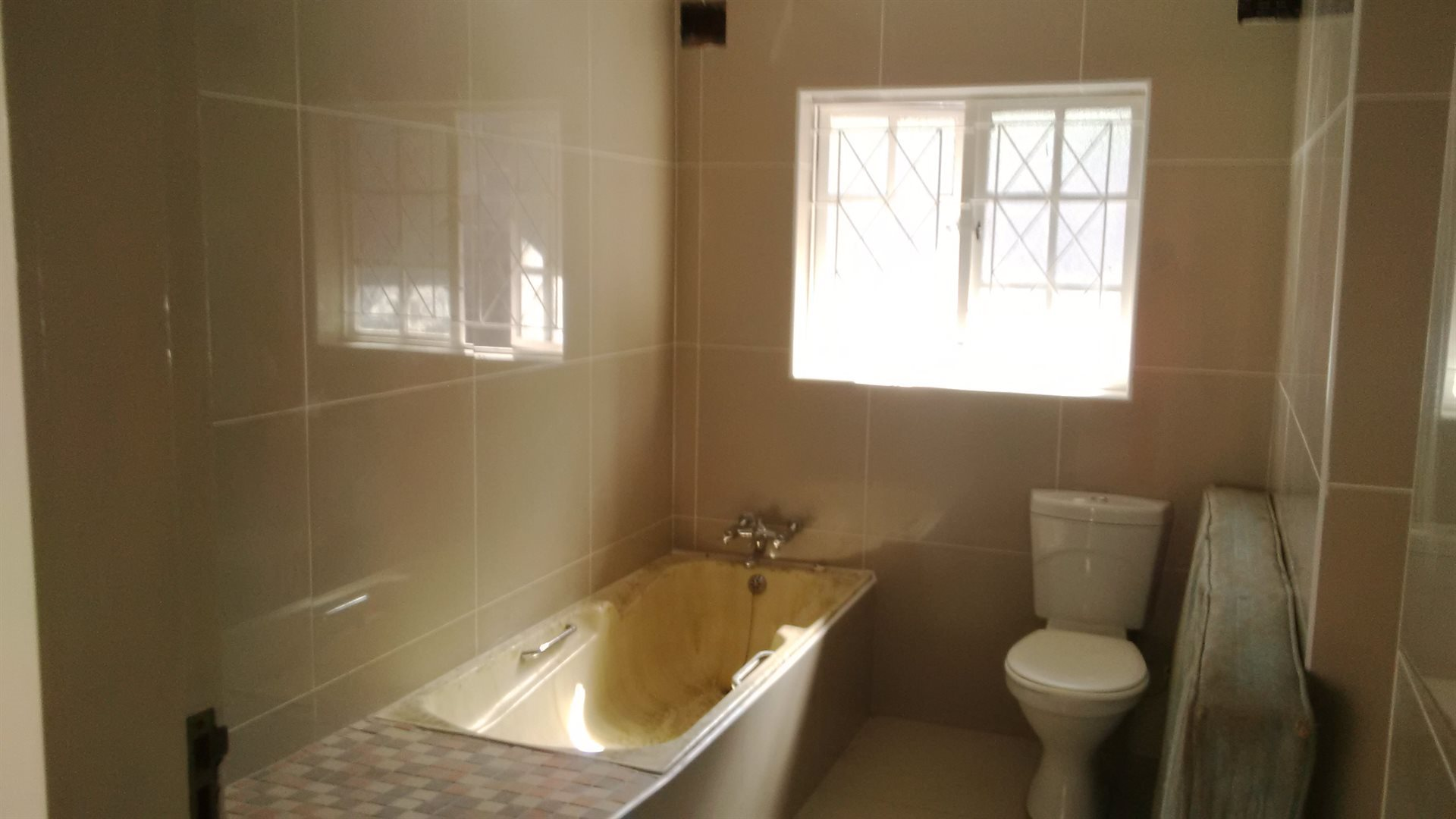 Doonside property for sale. Ref No: 13522465. Picture no 11