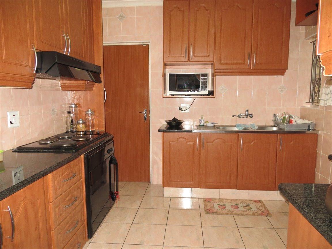 Brackenham property for sale. Ref No: 13256496. Picture no 3