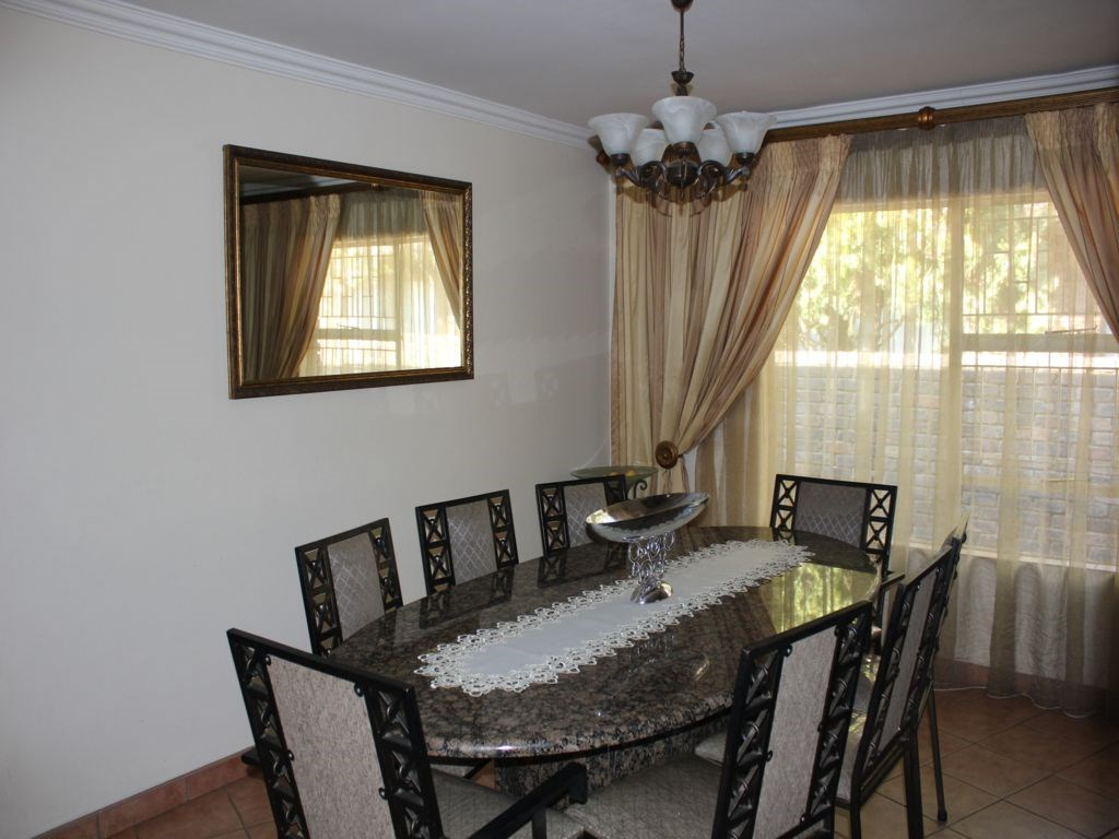 Clubview property for sale. Ref No: 12754362. Picture no 8
