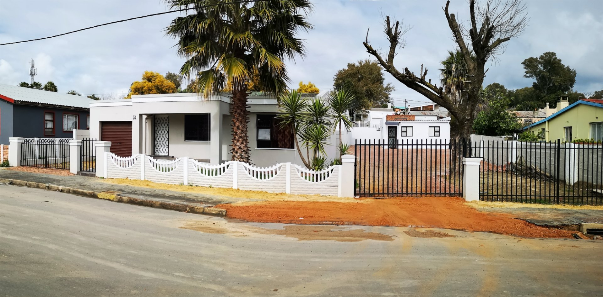 Property and Houses for sale in Paarl East, House, 3 Bedrooms - ZAR 880,000