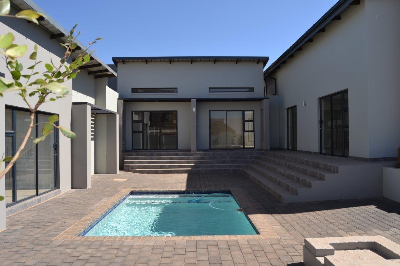 Midstream Ridge Estate property for sale. Ref No: 13500360. Picture no 3
